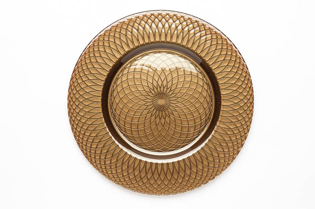 Where to find ROUND BROWN SWIRL GLASS CHARGER in East Bay