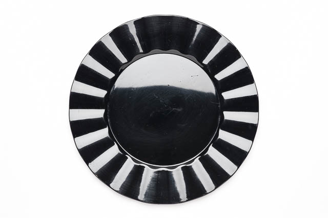 Where to find ROUND BLACK RUFFLE LACQUER CHARGER in East Bay