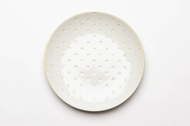 Where to find 8  VINTAGE CIRCLE STONEWARE  PLATE in East Bay