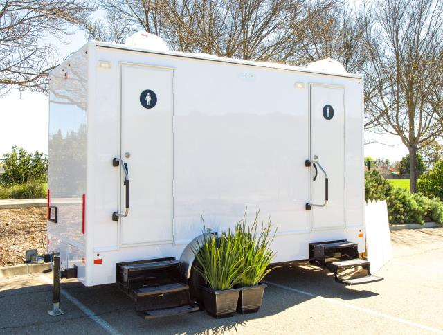 Where to find LUXURY 2 DOOR 4 STATION RESTROOM TRAILER in East Bay